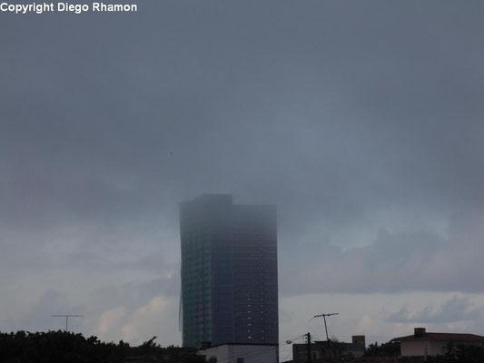 Nevoeiro visto em João Pessoa, Paraíba, em 09/04/2014.