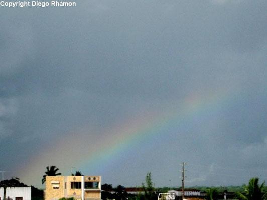 Arco-íris geminado visto em João Pessoa, Paraíba, em 08/01/2012.