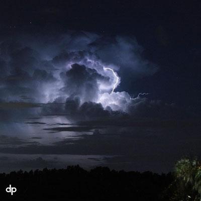 Raio nuvem-céu visto no Golfo do México. Foto de Thomas Sabo.