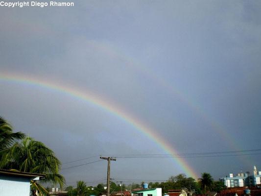 Arco-íris duplo visto em João Pessoa, Paraíba, em 28/06/2010.