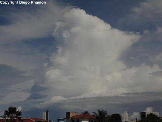 Cumulonimbus praecipitatio vista em João Pessoa, Paraíba, em 02/05/2014.