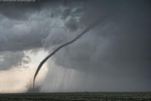 Tornado corda visto em Grainfield, Kansas, EUA, em 22/05/2008. Foto de Andrew Pritchard.