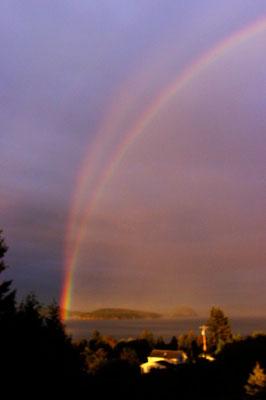 Arco-íris geminado visto em Skagit Bay, Washington, EUA, em 25/08/2007. Foto de Terry L. Anderson.