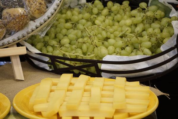 Agapemahl Weintrauben Käse