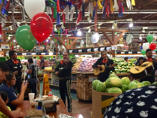 Ranch Market in Maryvale celebrated Hispanic History Month with mariachis and cuisine from central Mexico, Sept 17, 2016