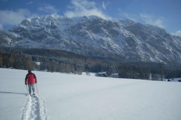 Schneeschuhwandern im Bergsteigerdorf Steinbach am Attersee