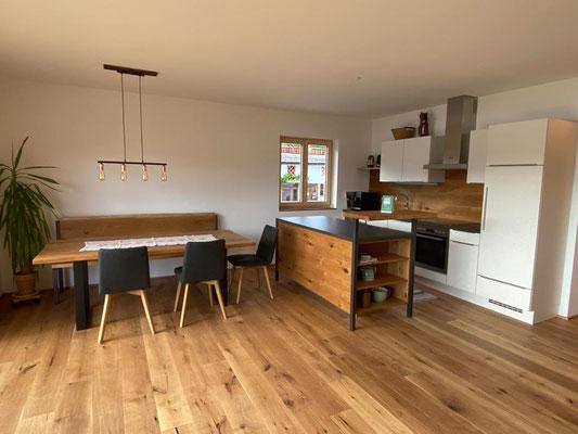 Ess- und Küchenbereich mit Geschirspüler
