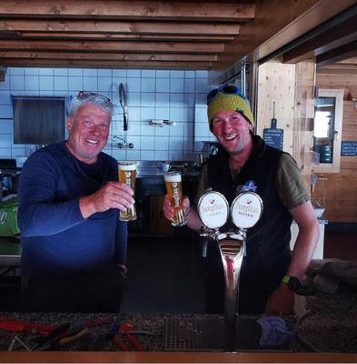 Peter und Yann, der Hüttenwart