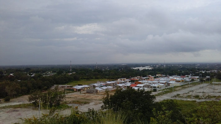 Liberia von ein paar Hügeln am Stadtrand gesehen