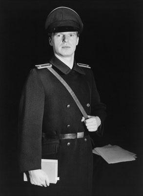Bildnis eines Offiziers der kasernierten Volkspolizei / Portrait of an officer of the quartered police force of the People's Army