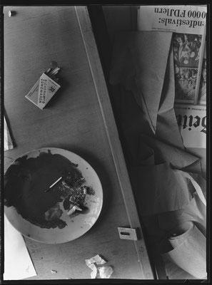 Streichhölzer mit Zeitung, 1985