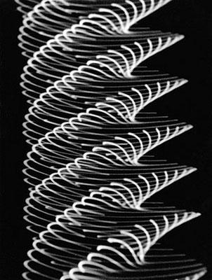 HERBERT W. FRANKE. Pendeloszillogramm, 1955. 1. Werkgruppe: Analogrechner. Silbergelatine-Barytpapierabzug. 24,1 x 18 cm