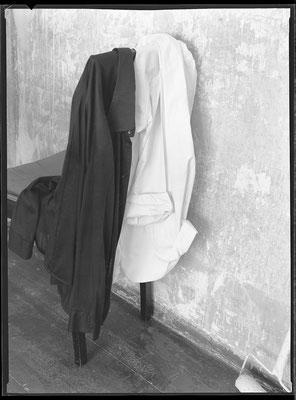 Zwei Hemden auf dem Stuhl, 1985