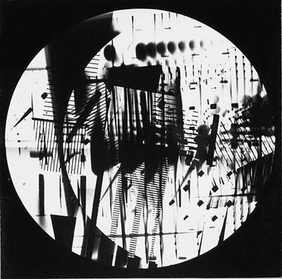 ROGER HUMBERT. Fotogramm, 1960. Silbergelatine-Barytpapier. Unikat. 22,9 x 23,1 cm
