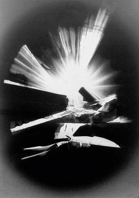 HEINZ HAJEK-HALKE. O.T, ca. 1965. Lichtgrafik. Silbergelatine-Barytpapierabzug. 53,5 x 41,8 cm