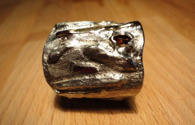 goldstrahlender Diamant auf Silberring mit aufgeschweissten Echtgold-Adern (925 Sterlingsilber) Preis: CHF 750.-