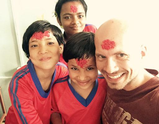 Mit Meena, Birshana und Prakriti (von oben nach unten)