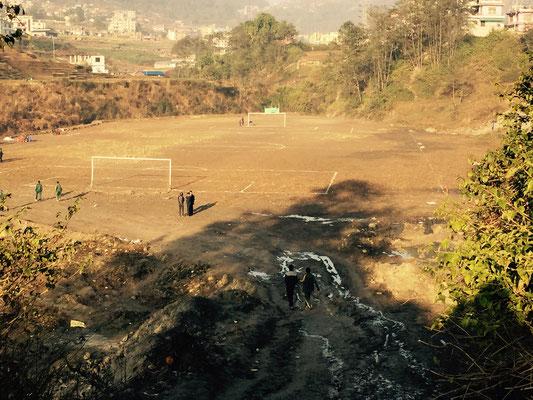 Es kommt nicht oft vor, dass unsere Jungs Fußball auf einem Platz spielen, der eine authentische Größe hat.