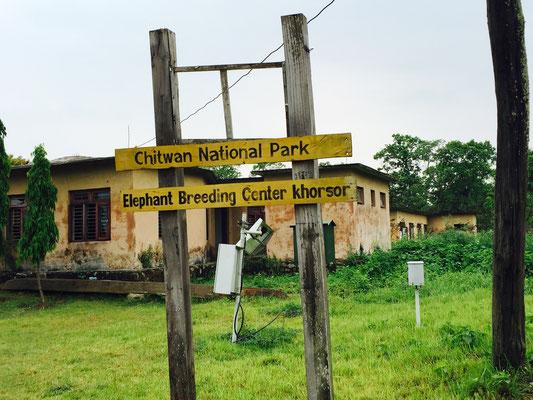 Nach der Kanufahrt geht es zur Elefantenzuchtstation.