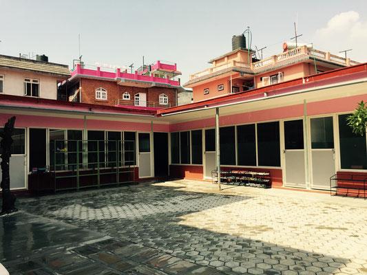 Der neue Anbau. Im linken Teil befindet sich der Speisesaal, im rechten Teil das Musikzimmer und zwei study rooms.