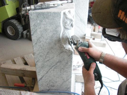 Unser Bildhauer bei der Arbeit