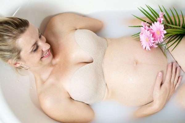 Babybauch, Schwangerschaft, Babybauchfoto, Schwangerschaftsfotografie, Erinnerungen, Mama to be, Erinnerung, Badewanne