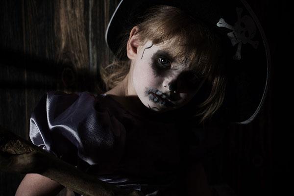 Halloween, Mädchen, Kinderportrait, Fantasyportrait, Fantasyfotografie, Inszenierte Kinderfotos, Kindergeburtstag