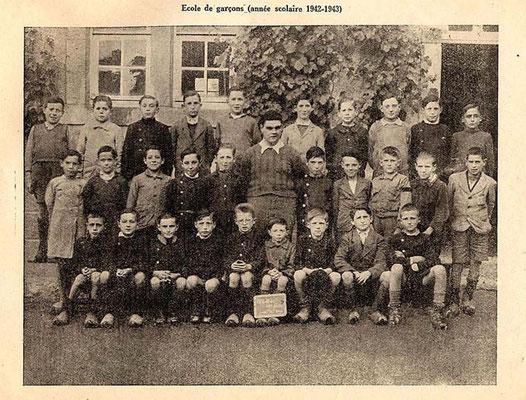 anno 43'-44 per questa classe sarà l'ultima foto di fine anno anno scolastico