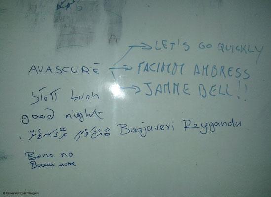 """""""lezioni di Napoletano"""" all'equipaggio Maldiviano"""