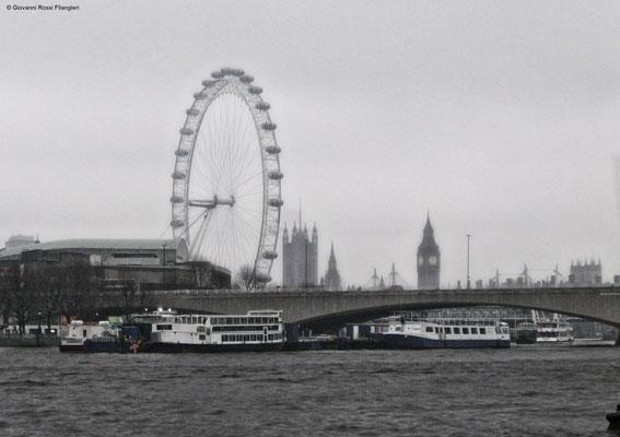 """Il tamigi con sullo sfondo la london Eye e il """"Big Ben"""""""