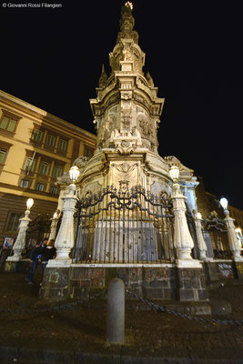 la guglia di Piazza del Gesù