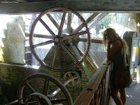 FONTAINE VAUCLUSE vecchio mulino