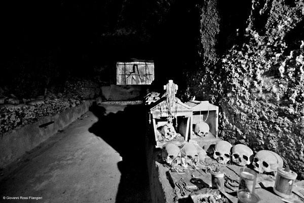 """Il cimitero delle """"fontanelle"""""""