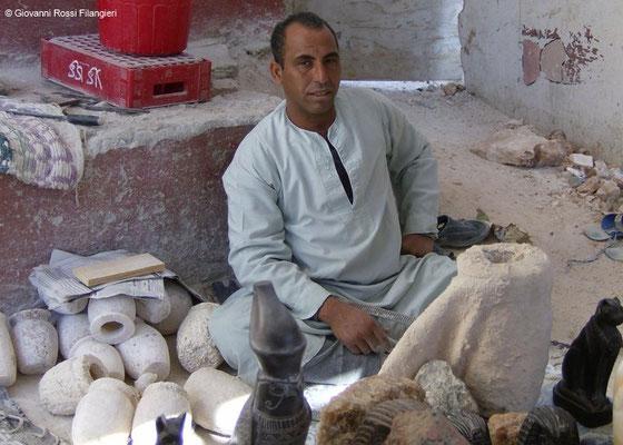 EGITTO Intagliatore di alabastro