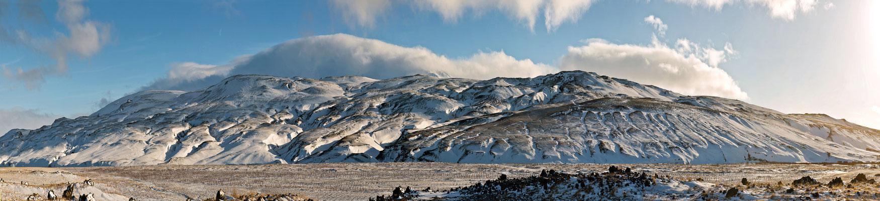 Schneeberge im Hochland - Island