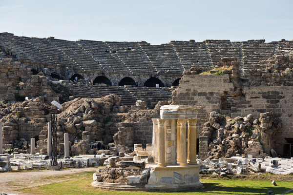 Side Antik Theater