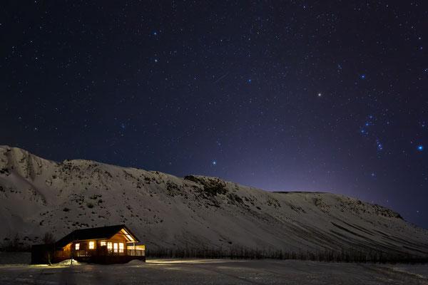 Hütte im Sternenlicht