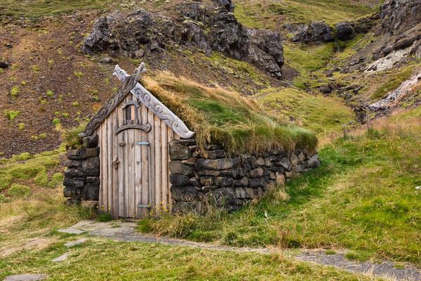 Guðrúnalaug in Laugar