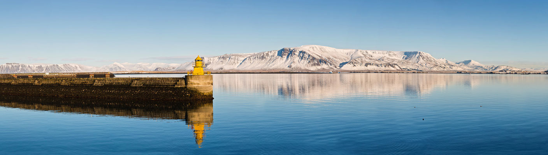 Yellow Lighthouse am alten Hafen hinter der Harpa - Island