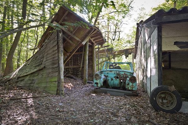 Blätter Garage