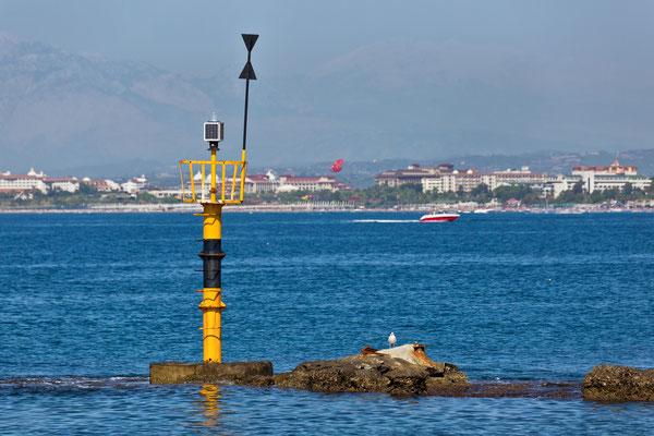 Kleines Leuchtfeuer antiker Hafen in Side  Türkei