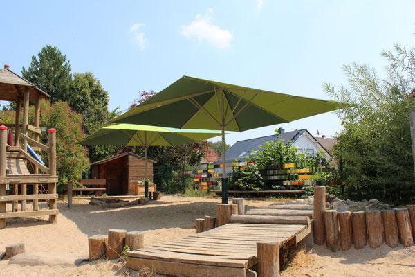 Normgerechter Einbau von Sonnenschirmen im Sandkasten nach DIN EN 1176