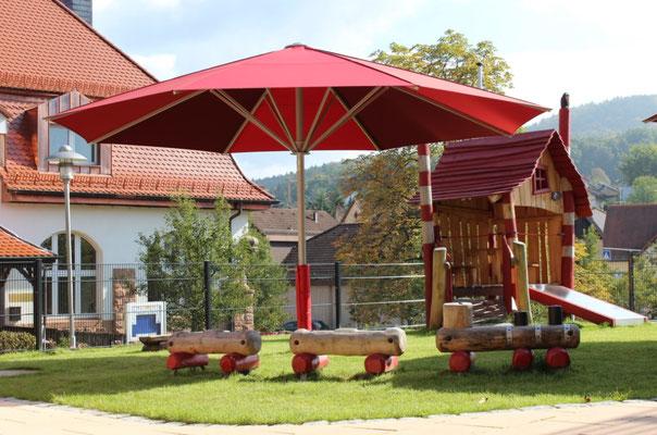 Sonnenschirme für Kindergärten sind auch mit verschiedenen Farben erhältlich