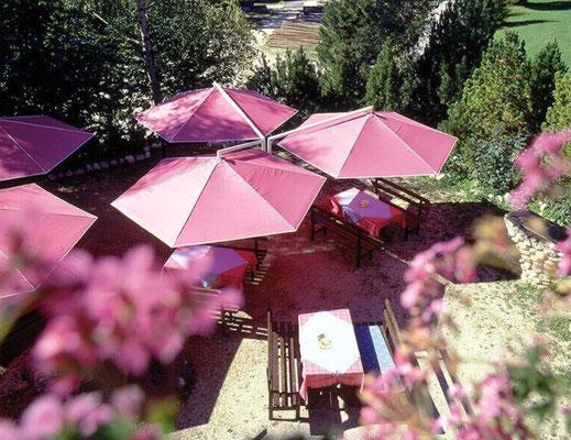 Große Sonnenschirme ✅ für Gastronomie und Gewerbe ✅ Sonnenschutz für Kindergärten ✅ may Sonnenschirme SCHATTELLO RIALTO ALBATROS FILIUS in 63667 Nidda, Hessen bei FINK Sonnenschirme 🌐 www.fink-sonnenschirme.de ✉ info@fink-sonnenschirme.de ☎ 06026 9996960