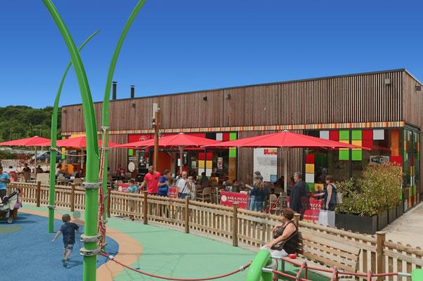 Der sichere sonnenschutz für eine Kindertagesstätte ist der may  Großschirm Schattello