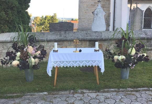 Der geschmückte Altar