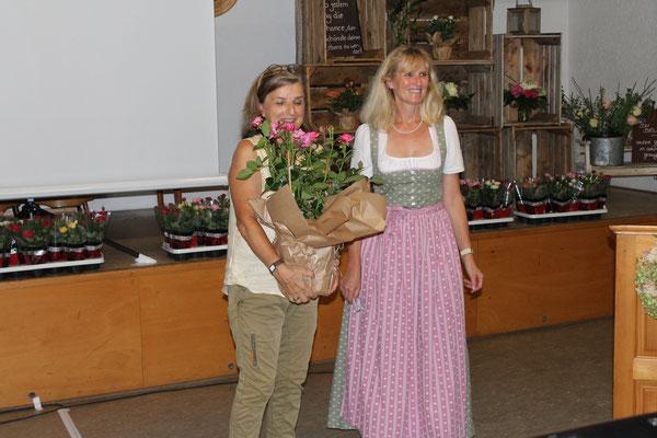 Referentin Anita Leukert und 1. Vorsitzende Rosi Baumgartner