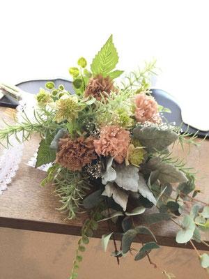 生花のような美しさのアームブーケ