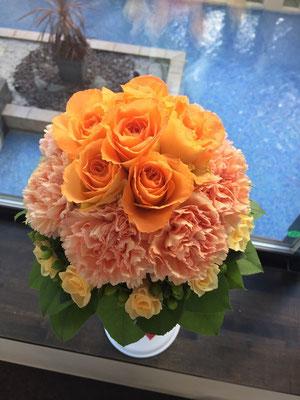 オレンジ色のタジマジブーケ
