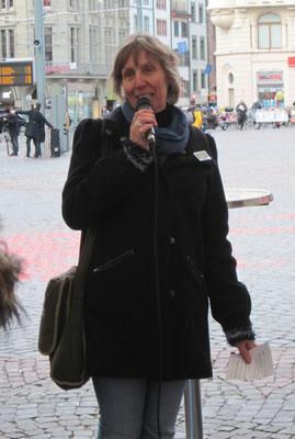 Marianne Herrera, Vorstand frbb, erläutert das Programm der Aktion.